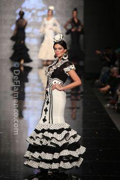 traje gitana Costume Ethnique, Boho Fashion, Fashion Show, Moda Boho, Flamenco Dresses, Beautiful Women, Edwardian Dress, Dance, Victorian Dresses
