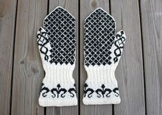 Textiles, Knitted Gloves, Drops Design, Hand Warmers, Signs, Crochet Projects, Knit Crochet, Wool, Knitting