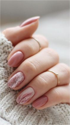glitter gel nail designs for short nails for spring 2019 37 How to utilize nail polish? Nail polish in your friend's nails looks perfect, nevert Gel Nagel Design, Exotic Nails, Glitter Gel Nails, Short Nail Designs, Natural Nail Designs, Winter Nail Art, Winter Nails 2019, Acrylic Nail Designs, Acrylic Nails