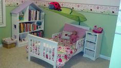 Miss Ellory's ladybug themed bedroom;)