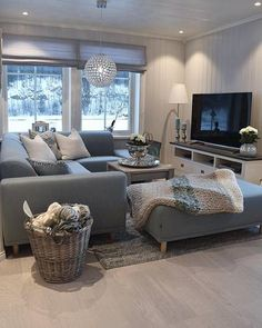 Ready for a cozy movie night today? House Of Turquoise, Home Decor Shops, Diy Home Decor, Söderhamn Sofa, Sweet Home, Living Room Goals, Room Wall Decor, Land Scape, Decoration