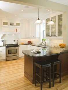 Small Kitchen with Peninsula 17 Functional Small Kitchen Peninsula Design Ideas U Shaped Kitchen, Condo Kitchen, Home Decor Kitchen, Home Kitchens, Kitchen Remodel, Kitchen Ideas, Kitchen Flooring, Kitchen Cabinets, White Cabinets