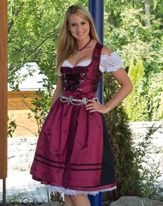 dirndl trends in xxl midi ist das neue mini f r. Black Bedroom Furniture Sets. Home Design Ideas