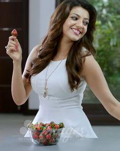 Beautiful Girl In India, Beautiful Girl Image, Most Beautiful Indian Actress, Beautiful Actresses, Gorgeous Women, Beautiful Smile, Kajal Agarwal Saree, Cute Girl Image, Actress Priyanka