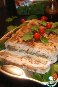 """Сочный, вкусный и очень ароматный пирог, как то террином не смогла его """"обозвать"""", где """"тестом"""" служит куриное филе, а начинка из грибов и 2-х видов перца. Прекрасно подходит для закуски, а так же мо…"""