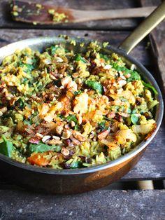 En underbar, smakrik (inte stark), indisk rätt som jag fullkomligt älskar! Den liksom värmer på insidan på ett snällt sätt. För er som är insatta i Ayurveda så är den här mumsiga risbaserade rätten… Vegan Dinner Recipes, Veggie Recipes, Baby Food Recipes, Indian Food Recipes, Vegan Potluck, Vegan Vegetarian, Vegetarian Recipes, Healthy Recipes, Biryani