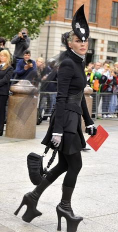 daphne guinness at isabella blow's funeral