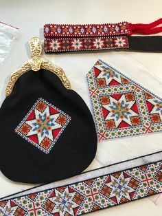 Made by Inger Johanne Wilde Sampler Quilts, Stitch 2, Cross Stitch Patterns, Coin Purse, Embroidery, Wallet, Purses, Band, Decor