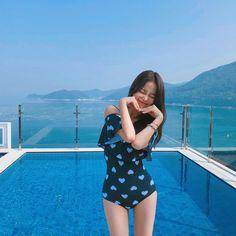Image may contain: 1 person, standing, sky, ocean, outdoor and water Korean Girl Fashion, Ulzzang Fashion, Pretty Korean Girls, Beautiful Asian Girls, Uzzlang Girl, My Baby Girl, Girl Korea, Ulzzang Korean Girl, Bikini Outfits