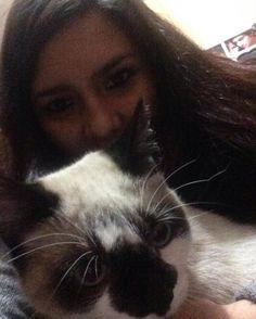Aqui con el amigo Nefertaro  #me #cat #pet #cute #nefertaro #black #white #cats #catlover #inlove #catstagram #photooftheday #blackandwhite #lightblue #catsworld #catsrules #amazing by nelahartzler http://www.australiaunwrapped.com/