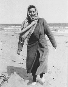 """""""You know what [Gould] used to do to Mother? They used to go on these funny fad diets. And the latest thing they did– I didn't think I'd have my mother much longer. She was climbing a dune on lemon juice and water in the middle of winter. Edie Bouvier Beale, Edie Beale, Grey Gardens House, Gray Gardens, Jackie O's, Jacqueline Kennedy Onassis, Book People, Fad Diets, East Hampton"""