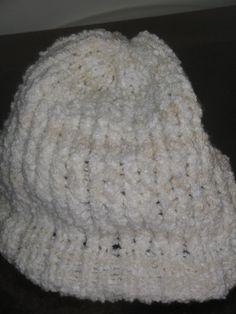 Gorro feito em lã de ótima qualidade, em tear redondo e em vários tamanhos e cores. R$20,00