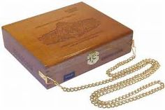 Cigar Box Purse - Maria Mancini Robusto Larga - Handmade   eBay Empty Cigar Boxes, Cigar Box Art, Cigar Box Purse, Altered Cigar Boxes, Cigar Box Projects, Cigar Box Crafts, Beauty Boutique, Cigars, Cute Gifts