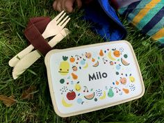 Lunch box with name on it | Bread box with fruit illustration and name | Bamboo snack box for kids with cutlery set and name illustration Snack Box, Lunch Box, Cute Snacks, Kids Slippers, Fruit Illustration, Bread Boxes, Personalized Gifts, Handmade Gifts, Brand Collection