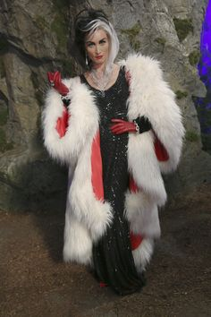 Items similar to Cruella DeVil Once Upon a Time OUAT Reproduction Huge Coat Cosplay on Etsy Disney Halloween, Halloween Cosplay, Halloween Outfits, Halloween Party, Halloween Costumes, 3 People Costumes, Group Costumes, Cool Costumes, Cosplay Costumes