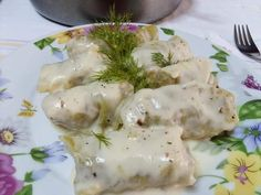 """Νόστιμη συνταγή μαγειρικής από """"Mary and her delicacies"""" Υλικά 1 μεγάλο λάχανο 500 γραμ. κιμά ανάμικτο ( μοσχάρι και χοιρινό) 2 ξερά κρεμμύδια τριμμένα 2 φρέσκα κρεμμυδάκια ψιλοκομμένα 2 καρότα τριμμένα 1/2 ματσάκι άνηθο 1 φλ. ρύζι για γεμιστά 1/2 Eggs, Sweets, Meat, Chicken, Breakfast, Recipes, Food, Morning Coffee, Gummi Candy"""