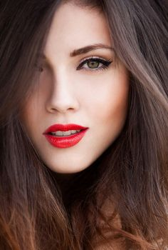 I wish against wishes that I could figure out hot to get my make up to look this good, especially the eye! amazing look :) bold liner & red lips Beauty Make-up, Fashion Beauty, Beauty Hacks, Hair Beauty, Natural Beauty, Beauty Tips, Beauty Trends, Natural Makeup, Style Fashion