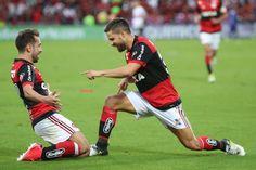O São Paulo está na zona de rebaixamento. Neste domingo o Flamengo não deu chances ao Tricolor paulista na Ilha do Urubu e confirmou o favoritismo diante dos rivais, que acabaram caindo para a 17ª colocação ao serem derrotados por 2 a 0