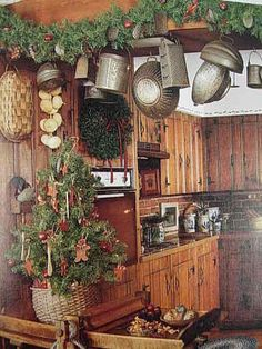 EARLY AMERICAN HOMES PLEASURES OF CHRISTMAS PRIMITIVES ~ Cute gingerbread Christmas tree and country kitchen design for the holiday season.
