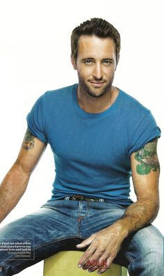 Alex has the dreamyest that can melt your heart!  Well, helloooooo again Alex O'Loughlin
