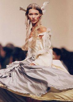 john galliano❤•♥.•:*´¨`*:•♥•❤kate moss 'princess lucretia' collection 1994.