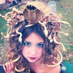 Make a Medusa Headpiece - Bing images Medusa Halloween Costume, Halloween 2016, Diy Halloween Costumes, Holidays Halloween, Cool Costumes, Halloween Decorations, Halloween Party, Costume Ideas, Cosplay Ideas
