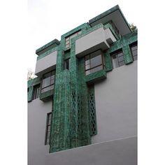 Sometimes the good stuff can fly under the radar. Frank Lloyd Wright, Samuel-Novarro House, L.A, California, 1920. #designscope #architecture #lloydwright #Padgram