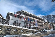 Cresta et Duc Hotel Courmayeur nel Courmayeur, Valle d'Aosta Ski Europe, Alpine Hotel, Ski Holidays, The Good Place, Skiing, Around The Worlds, Italy, Mansions, Places