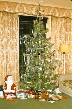 Considering the color of gold drapes and green carpeting, I would think this photo is from the era versus the Old Fashion Christmas Tree, Vintage Christmas Photos, Ghost Of Christmas Past, Old Christmas, Old Fashioned Christmas, Retro Christmas, Christmas Morning, Vintage Holiday, Christmas Pictures
