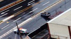 Capotamento deixa motorista ferido na Avenida 85, em Goiânia +http://brml.co/1DqcpS0