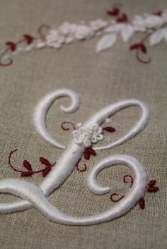 Elisabetta ricami a mano: Les Broderies de Marie et Cie - Mook 5 Embroidery Hearts, Embroidery Stitches Tutorial, Embroidery Letters, Simple Embroidery, Learn Embroidery, Embroidery Jewelry, Embroidery For Beginners, Embroidery Hoop Art, Hand Embroidery Patterns