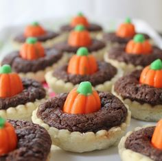 Pumpkin patch brownie pie bites