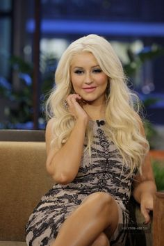 Christina Aguilera decided to look like a cougarish grandma look with her infamous botox went bad.