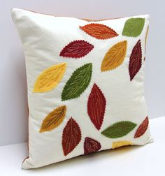 swirling leaves pillow cover for Autumn- rust, green, gold, burgundy and yellow appliqued leaves wirbelnde Blätter Kissenbezug Applique Pillows, Sewing Pillows, Diy Pillows, Throw Pillows, Cushions, Free Motion Quilting, Hand Quilting, Machine Quilting, Patchwork Quilting