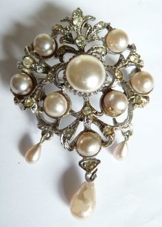Vintage Ornate Brooch Pin with Drop Pearls £5.67 (2B)