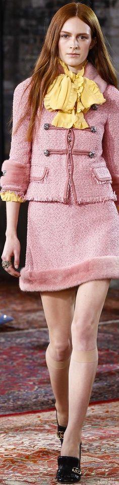 Gucci Resort 2016 - Forman im Pariser Stil Gucci Fashion, Fashion Models, Fashion Show, Womens Fashion, Fashion Trends, Fashion 2016, Street Fashion, Gucci Outfits, Cool Outfits