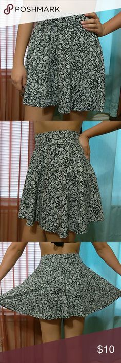 "*Hollister* Black & Cream Floral Skater Skirt Excellent condition-57% cotton- 38% polyester- 5% elastane- waist: 13.5"" (RELAXED) length: 17"" hollister Skirts Circle & Skater"