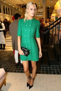 Poppy Delevingne en total look Chanel au dîner Moda Operandi Holiday à Londres http://www.vogue.fr/mode/inspirations/diaporama/les-looks-de-la-semaine-novembre-2015/23782#poppy-delevingne-en-total-look-chanel-au-dner-moda-operandi-holiday-londres