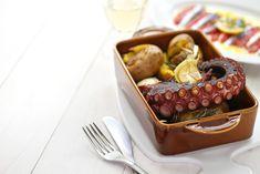 Ocho motivos para elegir Guimarães como próxima escapada gastronómica Portuguese Soup, Portuguese Recipes, Pork Roast In Oven, Whisky Tasting, Fish Stew, Tasty, Yummy Food, Spicy Sauce, Slice Of Bread