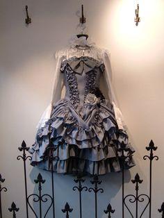 Lolita Fashion | Classic | Gothic