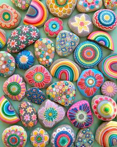 Nope, that's just the beginning🤭😆🥰🌈 # binebrändle Stone escalation? Nope, that's just the beginning🤭😆🥰🌈 # binebrändle Rock Crafts, Diy And Crafts, Crafts For Kids, Deco Nature, Rock Painting Designs, Pebble Art, Stone Art, Stone Painting, Rock Art