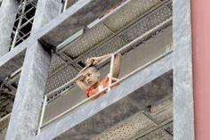 Une prison en plein Paris pour la sortie de la nouvelle saison de Orange Is The New Black. #streetmarketing Street Marketing, Orange Is The New Black, Prison, Exit Room, Baby Born