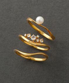 【先行予約】クリスマス限定 セットリング 「ルーチェ」 Pearl Design, All Sale, Dangle Earrings, Dangles, Brooch, Pearls, Amelie, Metal, Accessories