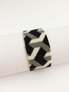 Bracelet Square-Stitch 3-D Delicas. Made by Marian Reiniers