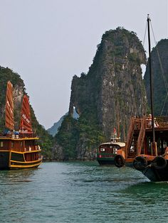 Sleep on a junk boat in Halong Bay Vietnam
