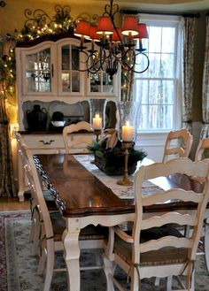Lasting french country dining room furniture & decor ideas Country Dining Tables, French Country Dining Room, Farmhouse Dining Room Table, Dining Room Table Decor, French Country Kitchens, French Country Decorating, Decoration Table, Dining Room Design, Country French