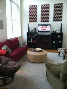 College apartment. REALLY liking the look... :)