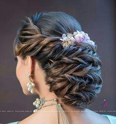 Best Indian bridal hairstyles trending this wedding season! Best Indian bridal hairstyles trending this wedding season! Indian Wedding Hairstyles, Party Hairstyles, Bride Hairstyles, Hairstyles Haircuts, Bridal Hair Buns, Bridal Hairdo, Kajal, Hair Designs, Hair Trends