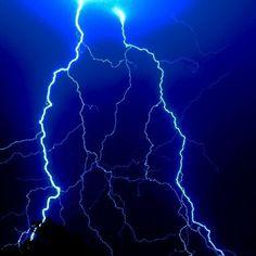 Imagem de dark, lightning, and storm Blue Aesthetic Grunge, Light Blue Aesthetic, Blue Aesthetic Pastel, Aesthetic Colors, Black And Blue Wallpaper, Blue Wallpaper Iphone, Blue Wallpapers, Image Bleu, Wallpaper Collage