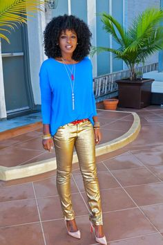 Metallic Jeans and Colored Top. Make it work by wearing metallic skinny jeans with a top of your favorite shade. Metallic Jeans, Gold Jeans, Metallic Gold, Fashion Pants, Fashion Outfits, Women's Fashion, Fashion Trends, Skinny Love, Black Women Fashion
